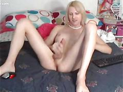 Hot show in bed with a blonde tranny masturbating