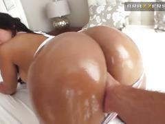 big ass, big tits, brunette, hardcore, brazzersenespanol, anal, gonzo, latina, cabello-castaño, madura, culona, por-el-culo, perrito, cabalgando, vaquera, culote, aceitada