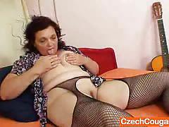 Mature amateur exposes her pussy