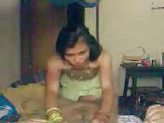 Indian babe sucks hard on dick and gets fucked - wowmoy