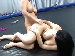 Blonde vs brunette tribbing sexfight