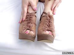 Jayden jaymes gives an awesome foot job