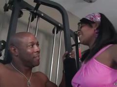 Ebony babe sucks cock in the gym