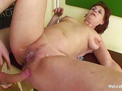 Brunette loves to fuck