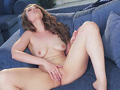 Raunchy jenna justice getting busy with her pussy