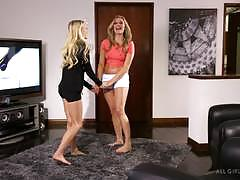 Lapdancing babe alex grey seduces mia malkova
