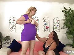 Chubby amateurs enjoy lesbian fun