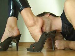 Mistress getting her feet worshipped
