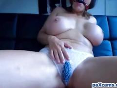 German babe with huge tits cums hard live on webcam