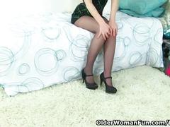 British milf tracey lain needs to get off in pantyhose