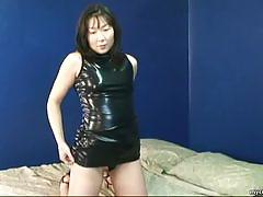 Asian amateur loves to tease