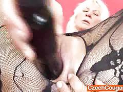 Mature amateur dildo fucks her warm pussy