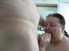 Curvynbusty sucks cock