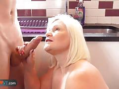 Mature blonde gets her pussy hammered