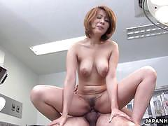 Amateur gets her pussy nailed