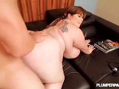 Huge tit bbw gamer fucks her friend after losing video game