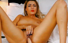 Beautiful babe dildo fuck her pussy