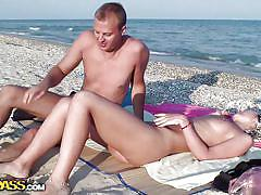 Couple getting laid on the seashore