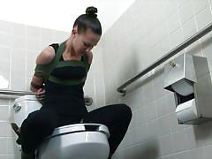She's toilet slut like it or not
