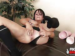 Milf packs a fist up her vagina
