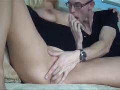 Salope cougard percing baise un jeunes