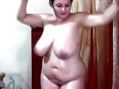 Curvy brunette milf demonstrates her oiled body