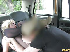 Blonde rocked the taxi