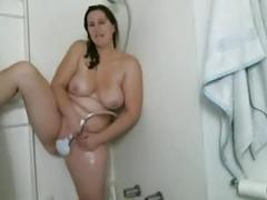 Bbw cums with showerhead on cam