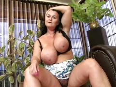 Mature sex bomb mom with amazing body