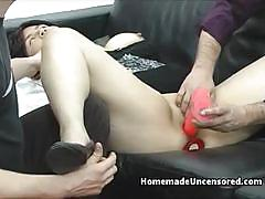 Amateur gets her pussy dildo fucked