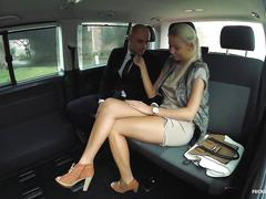 Fucked in traffic - blonde karol lillien fucking in a car till windows fog up inside