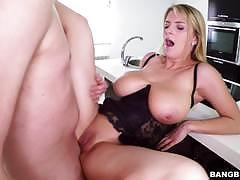 Dick hungry blonde smashed in her pussylips