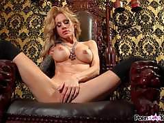 Solo masturbating blonde sarah jessie