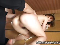 Amateur gets her pussy fingered