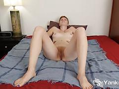 Randy amateur rubs her warm pussy