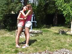 Cute beauties lucy ly and andy darling love to eat outdoors