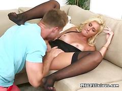 Mature whore mckenzi reynolds gets pussy serviced