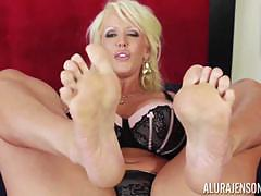 Beautiful feet of kinky blonde alura jenson