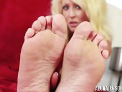 Kinky alura jenson plays with her beautiful feet