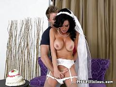 Bride veronica avluv gets fondled by the groomsman