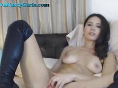 Stunning webcam model rubs her pussy