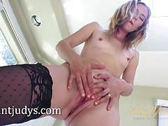 Milf mona wales gets super sexy in the bathroom