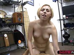 Alluring blonde woman wants to sell her speaker and gets fucked