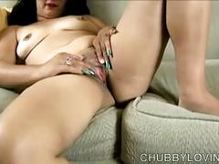 Super sexy chubby honey fucks her juicy pussy for you