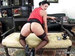 Foxy czech nympho stretches her juicy vagina to the strange
