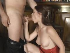 Salope baiser dans un bar