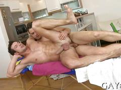 Oiled up dude gets his dick sucked and fucks a masseur