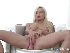 Elegant blonde vibes her warm pussy