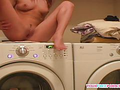 Pussy rubbing diana on the washing machine