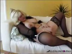 Housewife relaxing whlie son n husband not home - easydatingx.com
